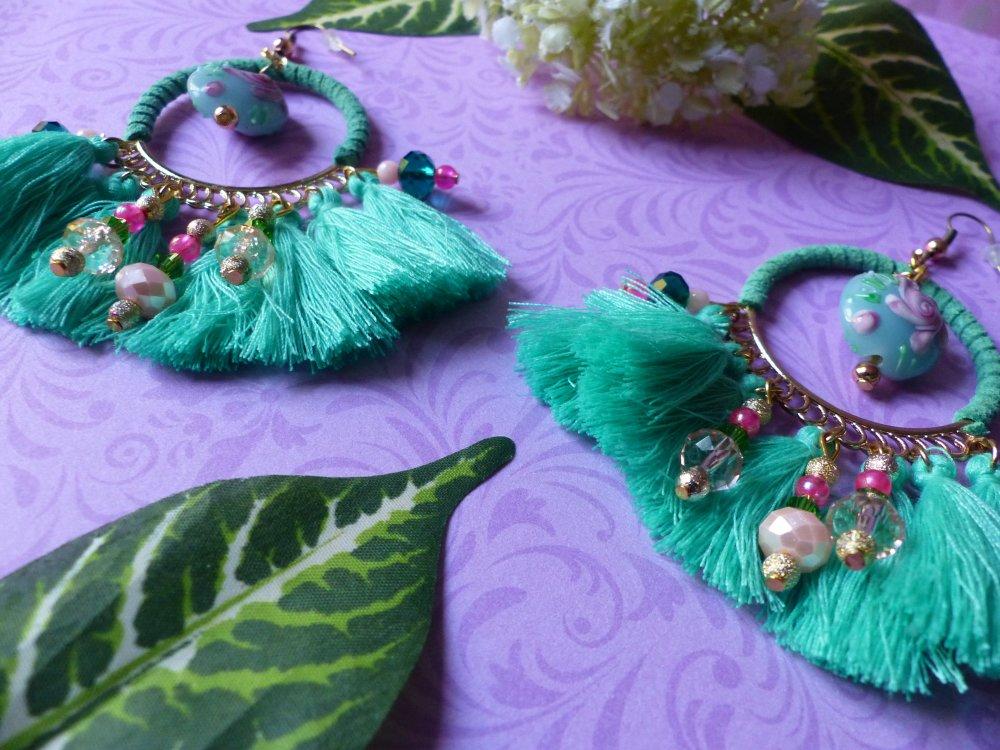 Paire de boucles d'oreille créole pompons turquoises et verre de Murano