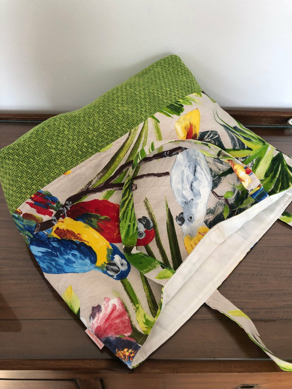 sac de plage, cabas, sac de courses tissu imprimé tissu feuillage exotique et perroquet toucan
