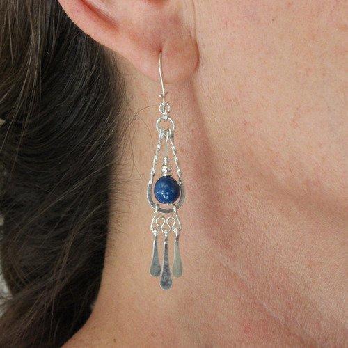 Boucle oreille perle céramique bleue,boucle oreille pendante argent martelé,pendant argent fait main