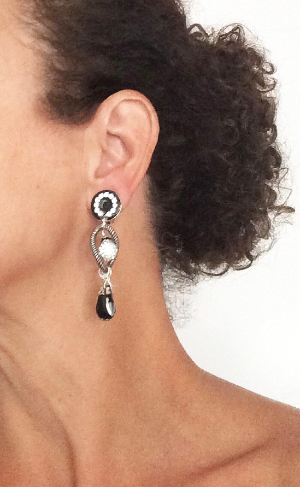 boucle d'oreille noir strass