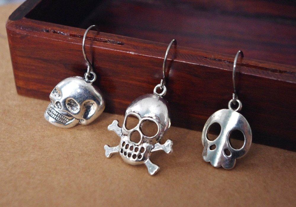 Boucle d'oreille homme tête de mort - bijou crane métal argenté - cadeau rock