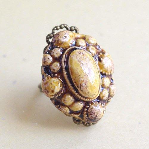 Bague ovale baroque miel, ajustable au doigt, cabochon céramique artisanale