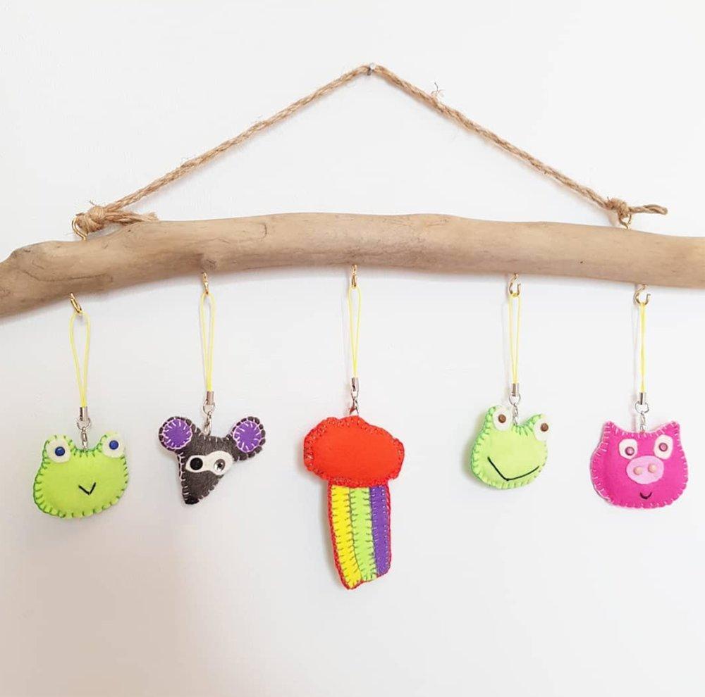 Porte clé grenouille, Bijou de sac vert, animal en feutrine - modèle original CocoFlower