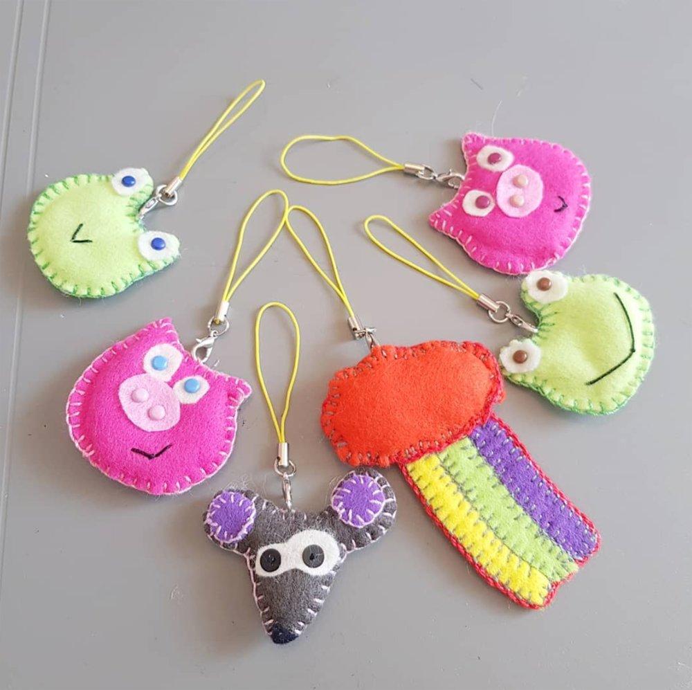 Porte clé cochon, Bijou de sac rose, animal en feutrine - modèle original CocoFlower