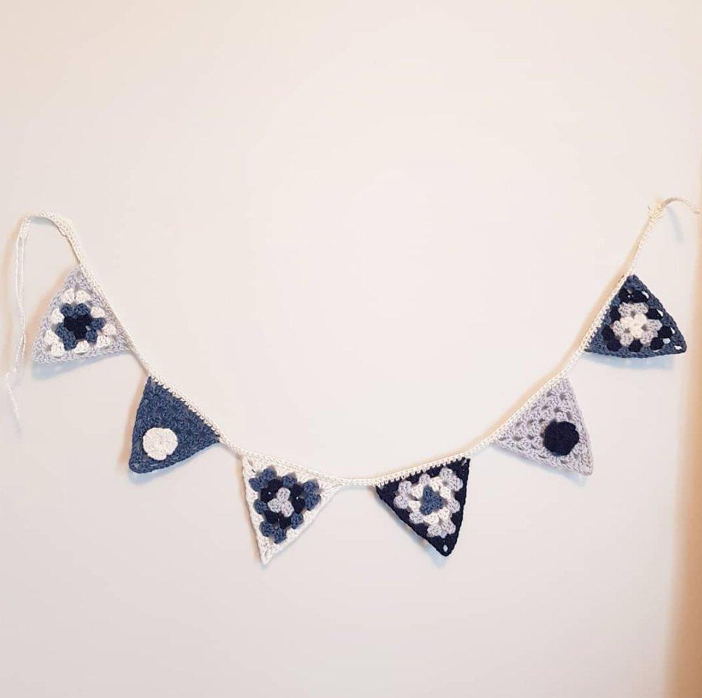 Guirlande 6 fanions triangle bleu - chambre d'enfant bébé
