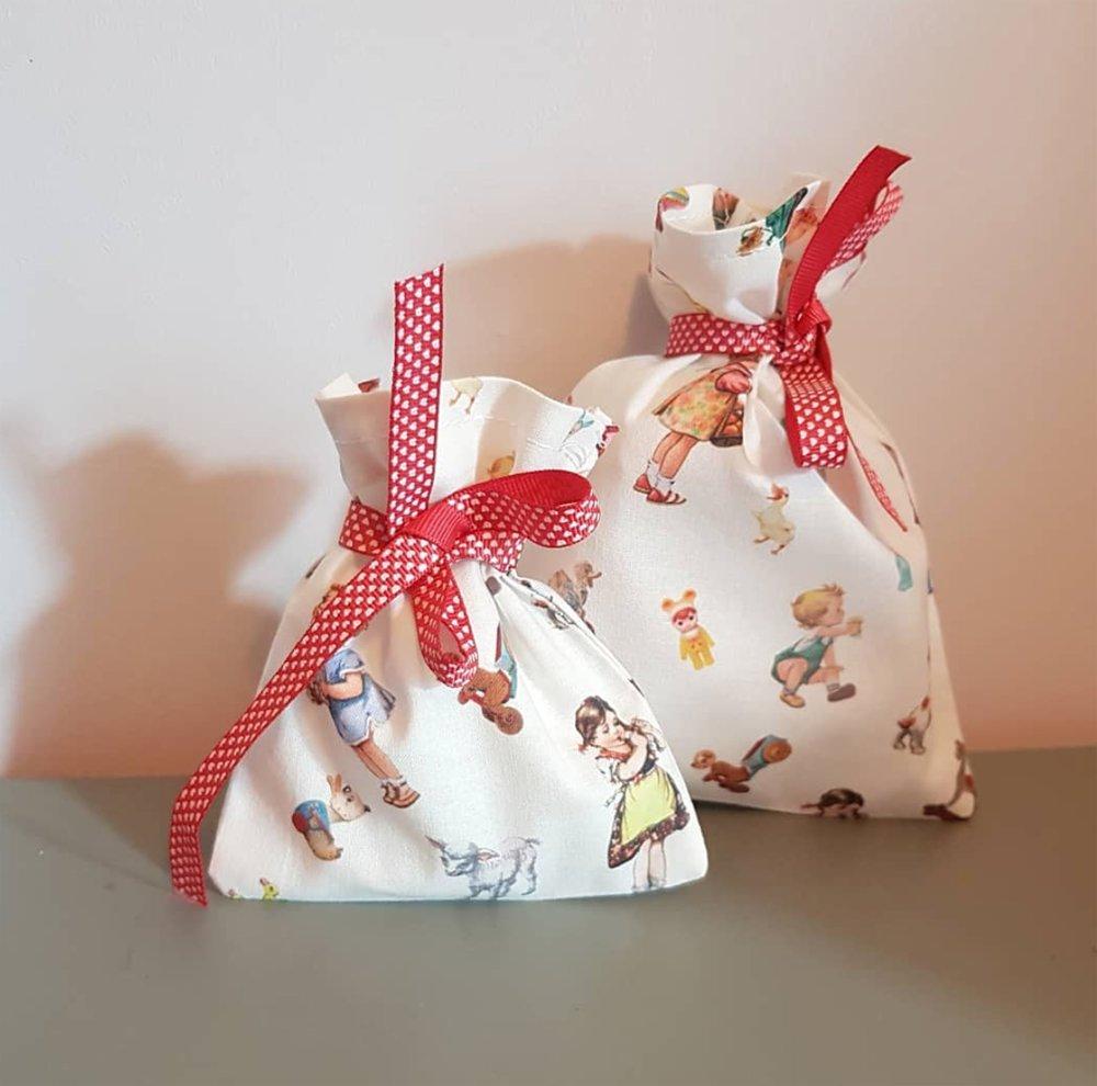 2 pochon cadeau en tissu rétro - sachet réutilisable zéro déchet + étiquette cadeau