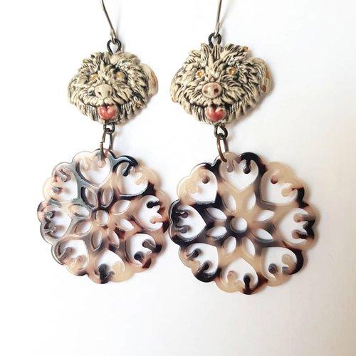 Boucles d'oreilles tête de chien porcelaine, pendentif acetate