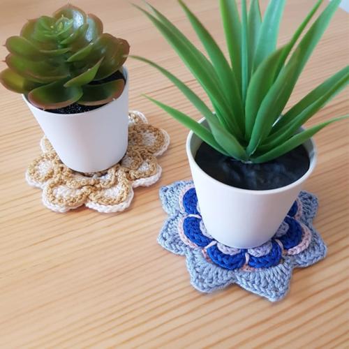 Mini sous verre fleur x2, petit dessous de verre en coton, napperon fleur bleu beige crochet, décoration rustique cuisine maison