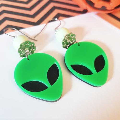 Halloween boucles d'oreille tête alien vert, extraterrestre roswel zone 51