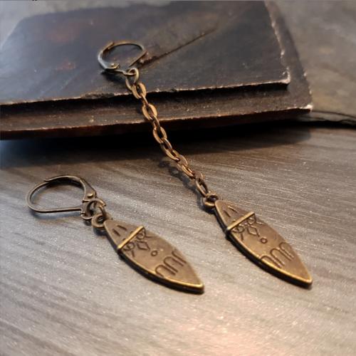 Boucle d'oreille homme dague, bijou gravé bronze, longueur pendentif au choix