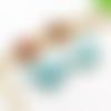 Boucles d'oreille main turquoise, puces pendantes à pois