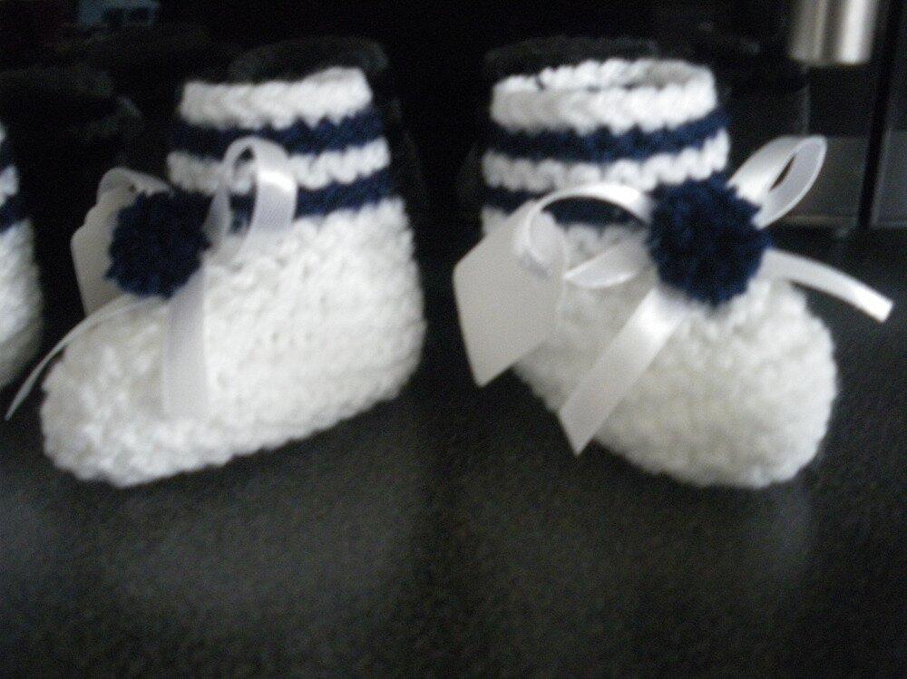 chausson en laine ,contenant a dragée,sachet de dragée,baptême