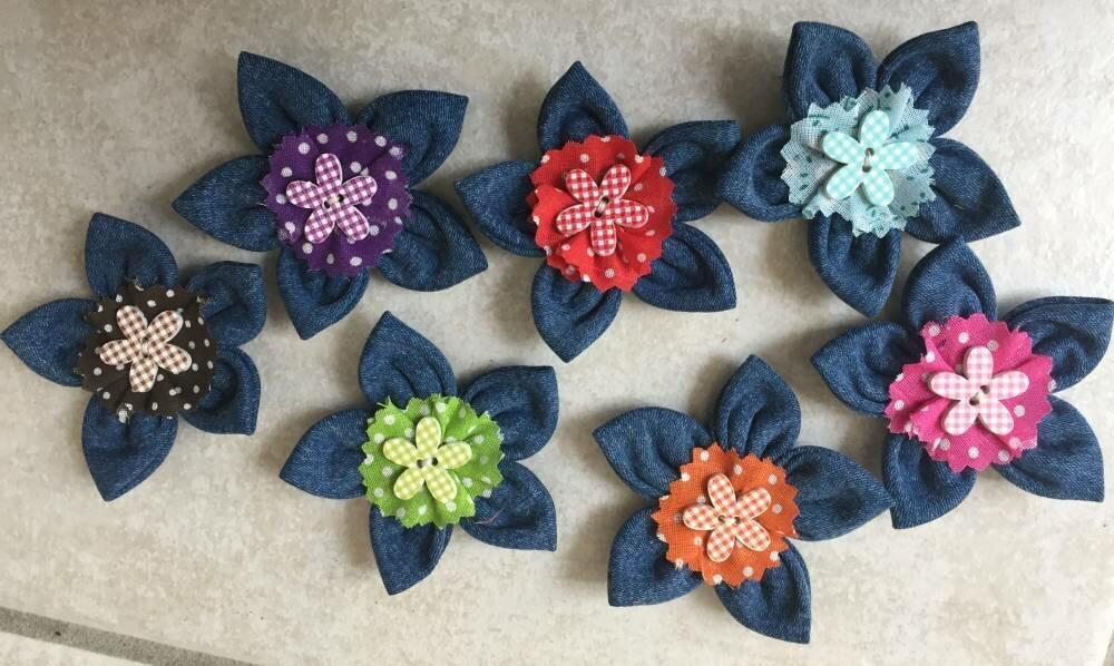lot de 7 Fleurs en jeans ,embellissement scrapbooking,barrette,carte,fleur kanzashi,yoyo