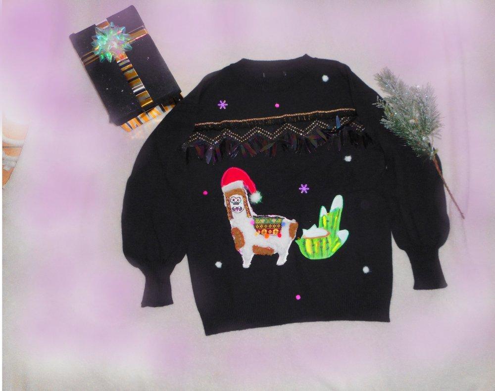 Pull de noel original rigolo femme motif lama, pompons et fourrure blanche