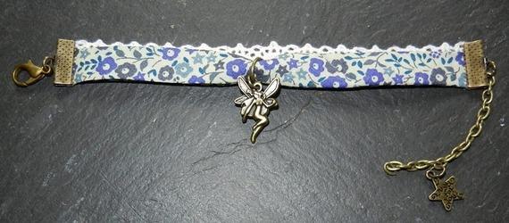 bracelet biais liberty et dentelle,breloque fée