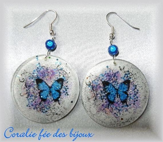 boucles d'oreilles papillons résine cristal/paillettes,perles magiques