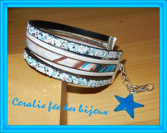 bracelet manchette lanières cuir imprimées et paillettes bleu blanc