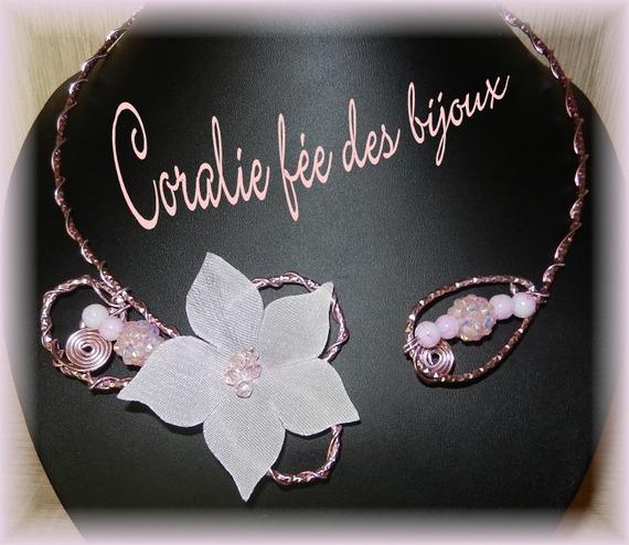 collier aluminium fleur en soie et jolies perles roses