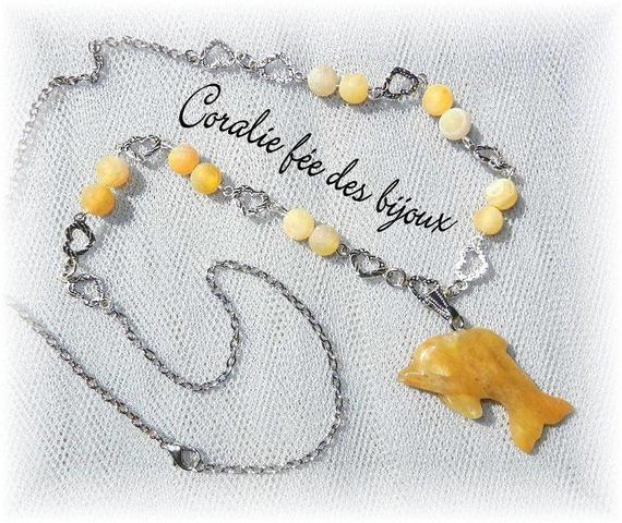 collier argenté cœurs,perles dragon vein et pendentif en pierre naturelle dauphin