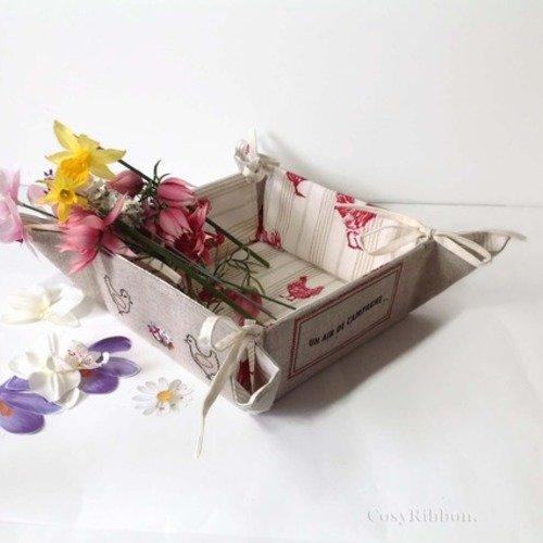 Corbeille à nouettes   carrée lin brodé , motif  poules et fleurs