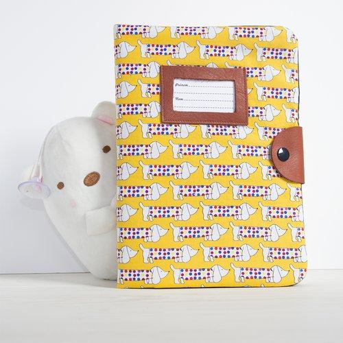 Protège carnet de santé côté cousine - motif teckel jaune