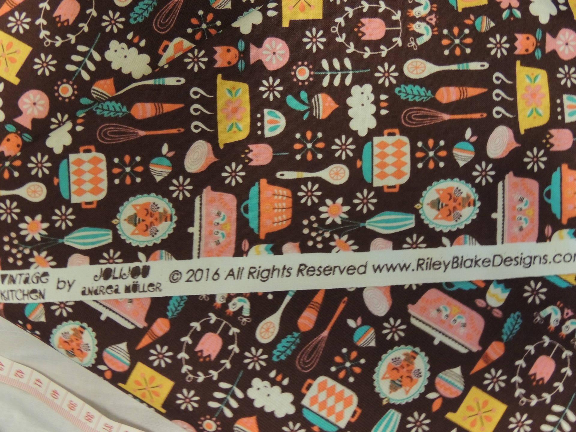 Tissu coton patchwork Riley Blake Fond rouge motifs poules multicolores
