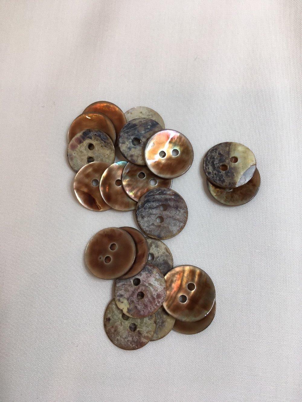 Bouton fantaisie rond nacre Couleur Marron clair Diamètre 15 mm