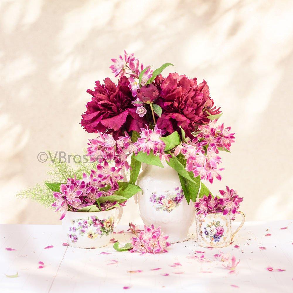 Carte bouquets de pivoines et fleurs du jardin, pots anciens
