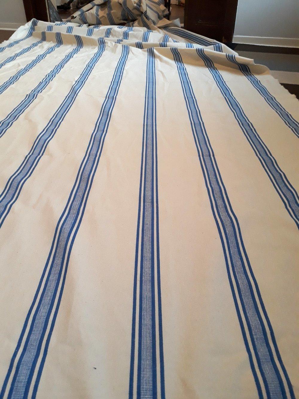 Tissu très lourd au mètre 100% coton avec rayures bleues claires réversibles