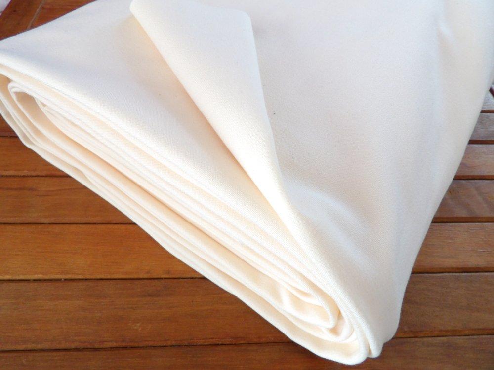 Tissu uni en Gabardine écrue en polycoton venue au mètre