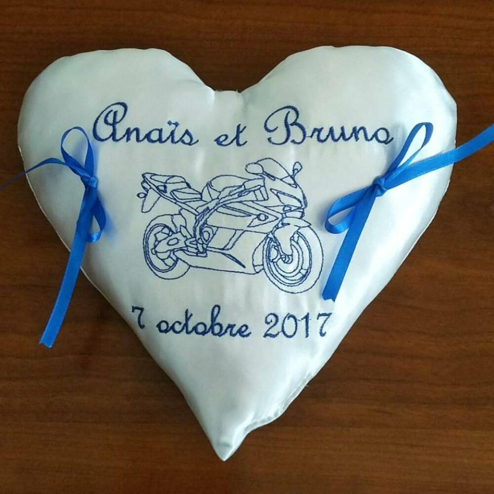 coussin pour alliance avec urne de mariage cubique et livre d'or theme la moto en bleu (ou autre)
