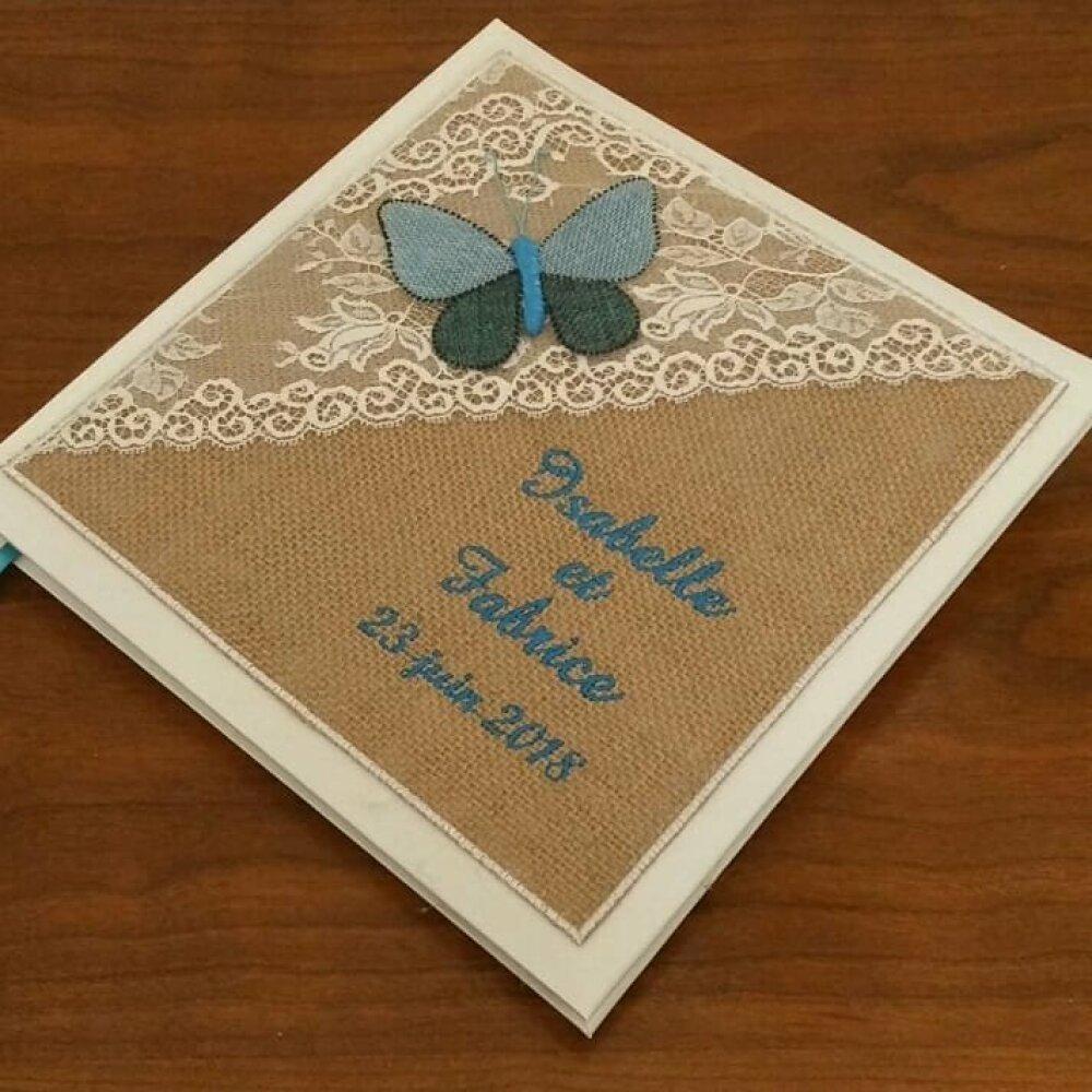 Livre d'or mariage  personnalisé thème champetre avec toile de jute et dentelle (déco, couleur de broderie au choix ici un papillon en bleu)