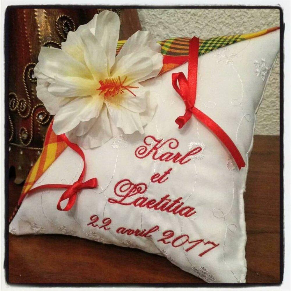 Coussin pour alliances personnalisé / porte-alliances / coussin de mariage : thème créole avec madras Jaune et rouge (ou autres couleurs)
