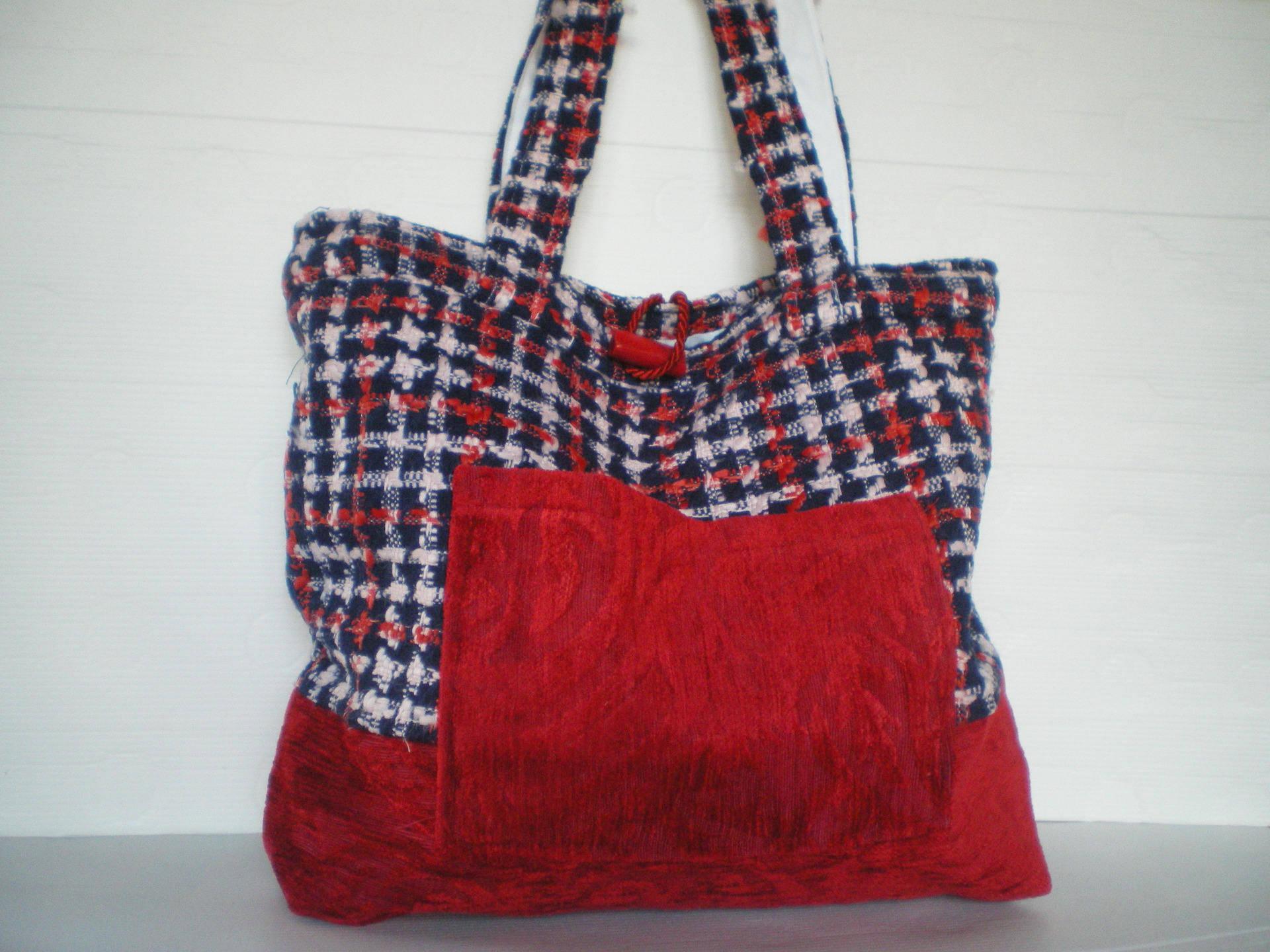 Grand sac en natté rouge et bleu et velours rouge