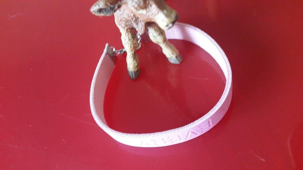 Un bracelet de cuir d'une bande souple et légé