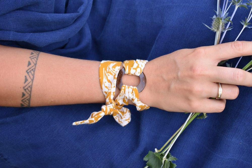Bracelet ruban tissu et anneau bois fait main, lavable et équitable