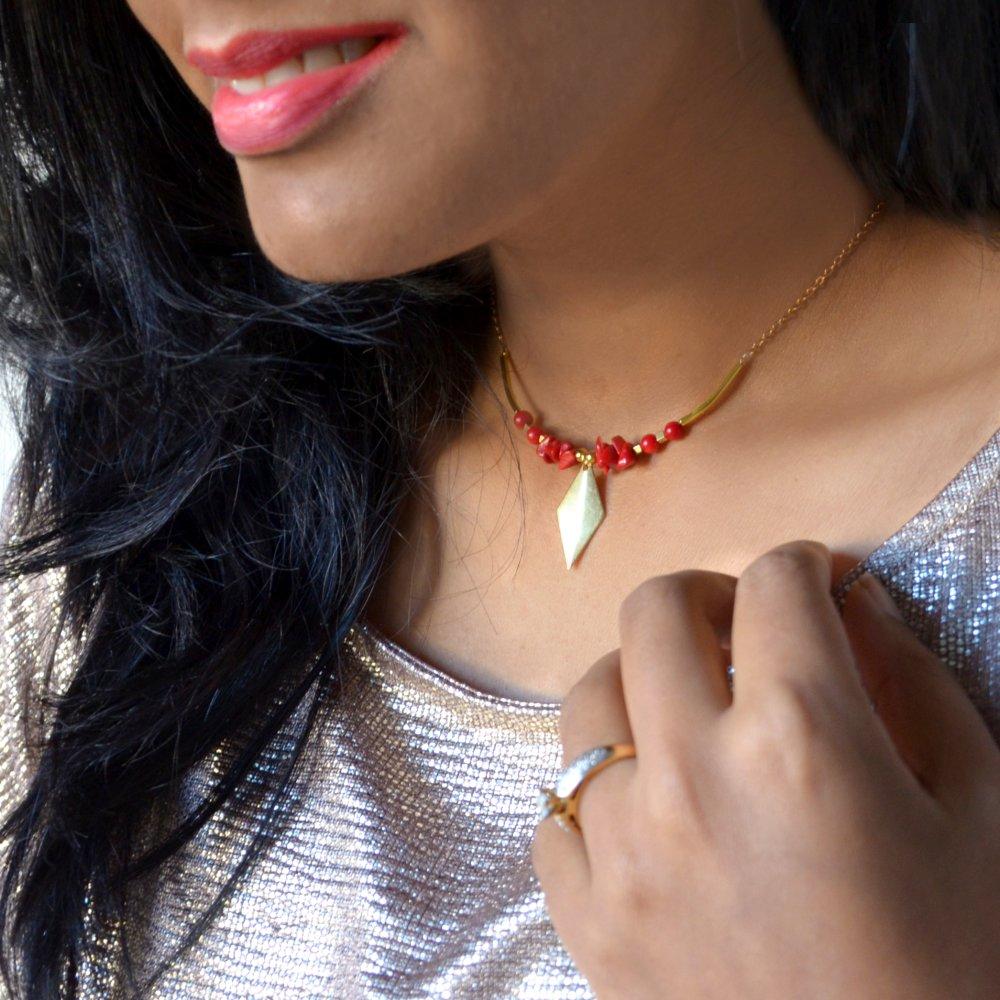 Collier courte rouge- choker/collier ras cou/laiton/boho/bohème/collier superposable/collier laiton/laiton doré