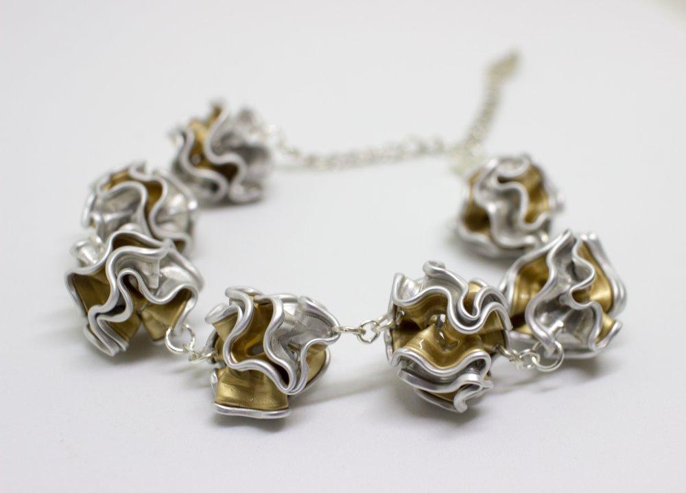 Bracelet capsules dorées