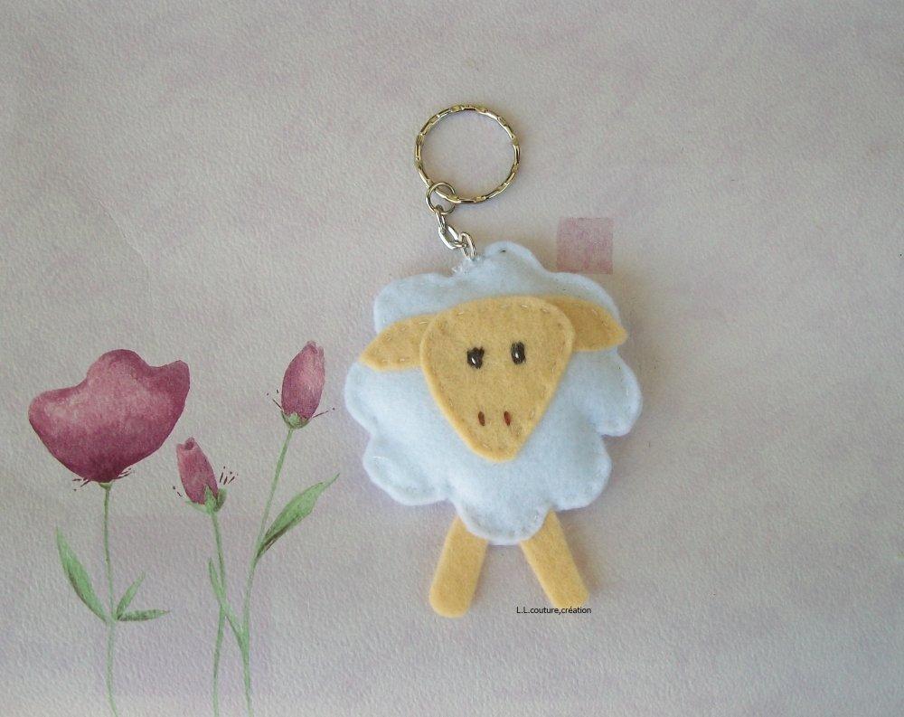 mouton porte-clés en feutrine