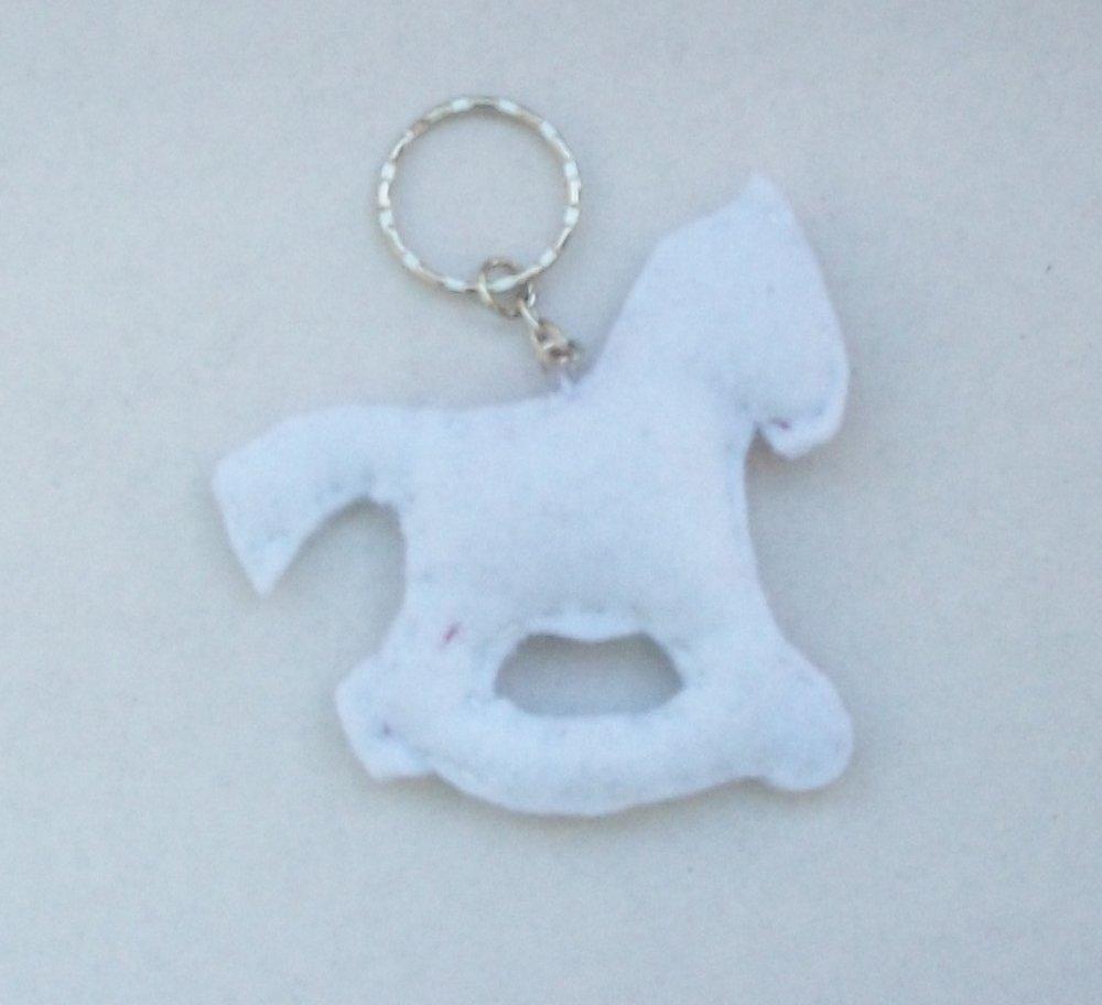 porte-clés cheval à bascule en feutrine