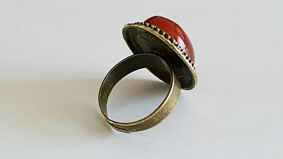 Bague ovale vintage cabochon en pierre fine de cornaline sur monture en laiton couleur bronze
