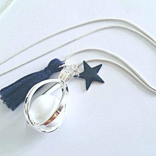 Bola de grossesse en argent plaqué, boule musicale blanche, pompon et étoile émaillée bleu marine, chaîne argent plaqué