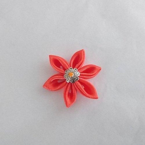 Fleurs kanzashi satin de couleur orange réalisée a la main
