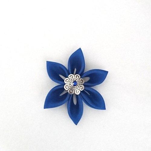 Fleurs kanzashi tissu de couleur bleu marine réalisée à la main
