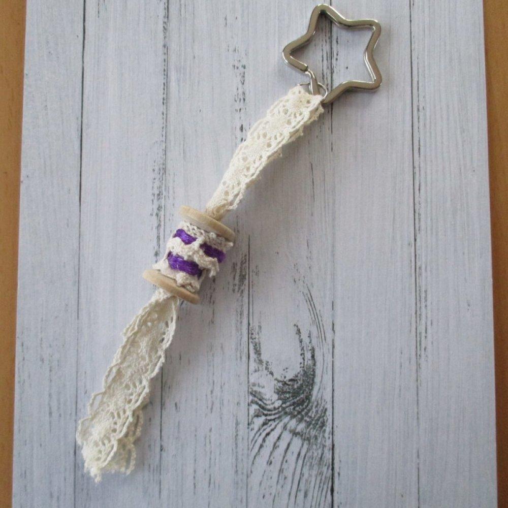 Porte clés, bijou de sac ou grigri couturières, brodeuses, et dentellières