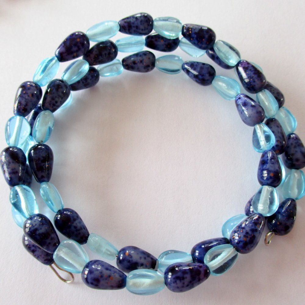 Bracelet à mémoire de forme de couleur bleu transparent et opaque