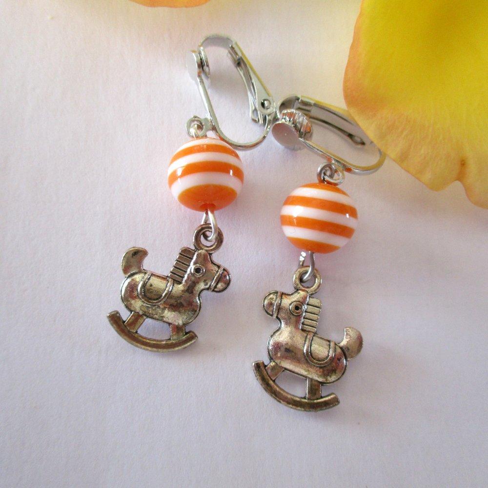 Clips boucles d'oreilles cheval à bascule à rayures oranges