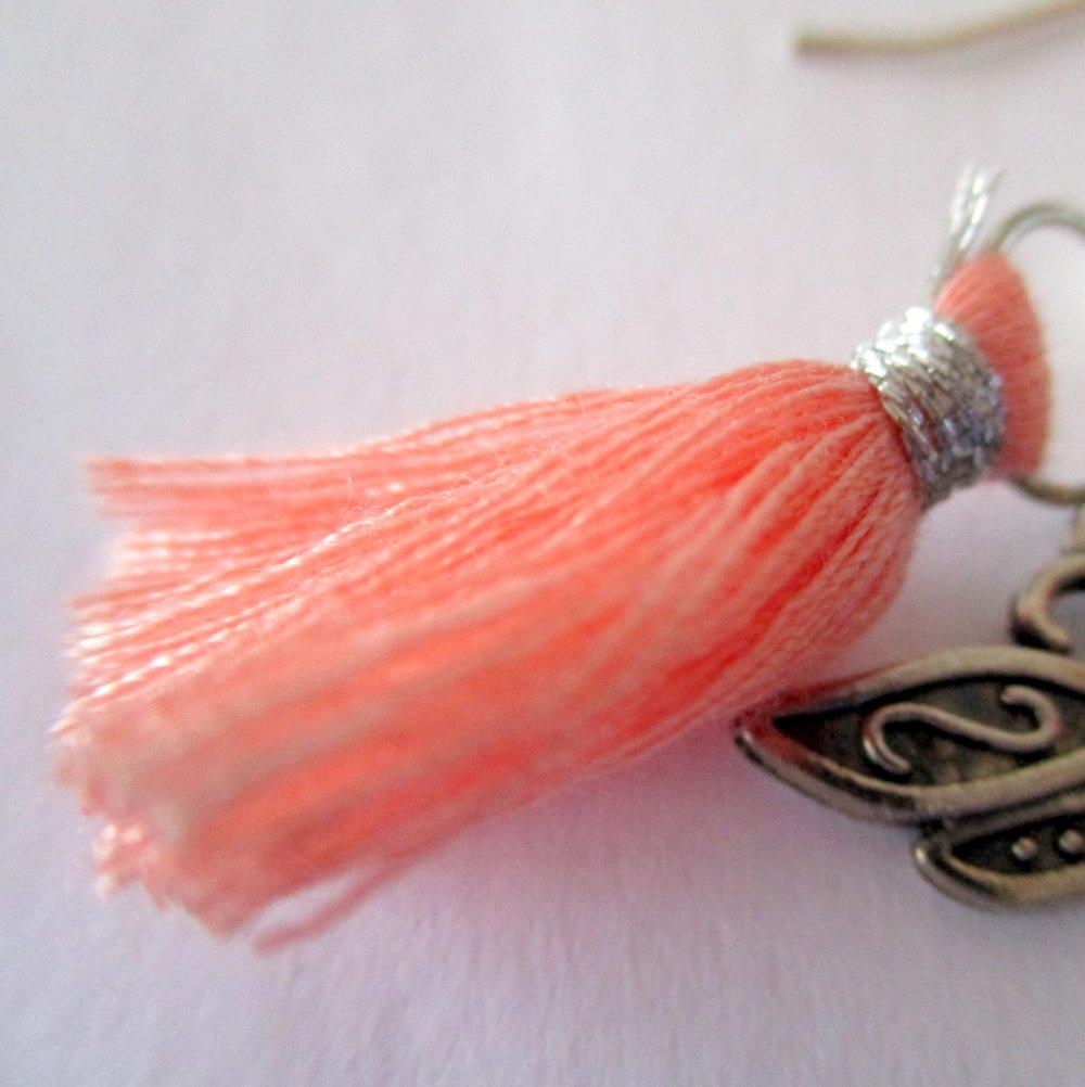 Boucles d'oreilles, une jolie libellule à pompon - Crochets en acier chirurgical