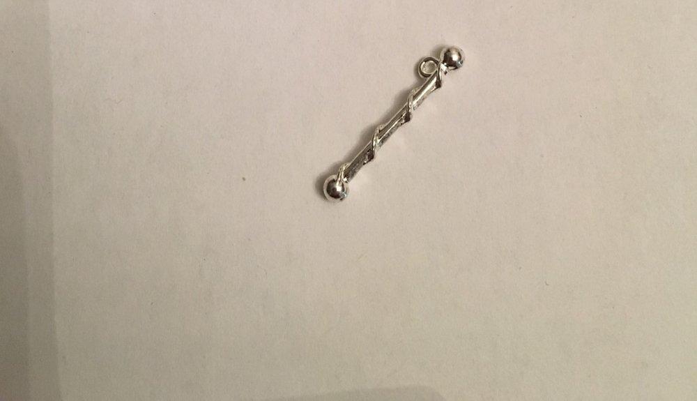10 .breloques bâton de majorette argenté
