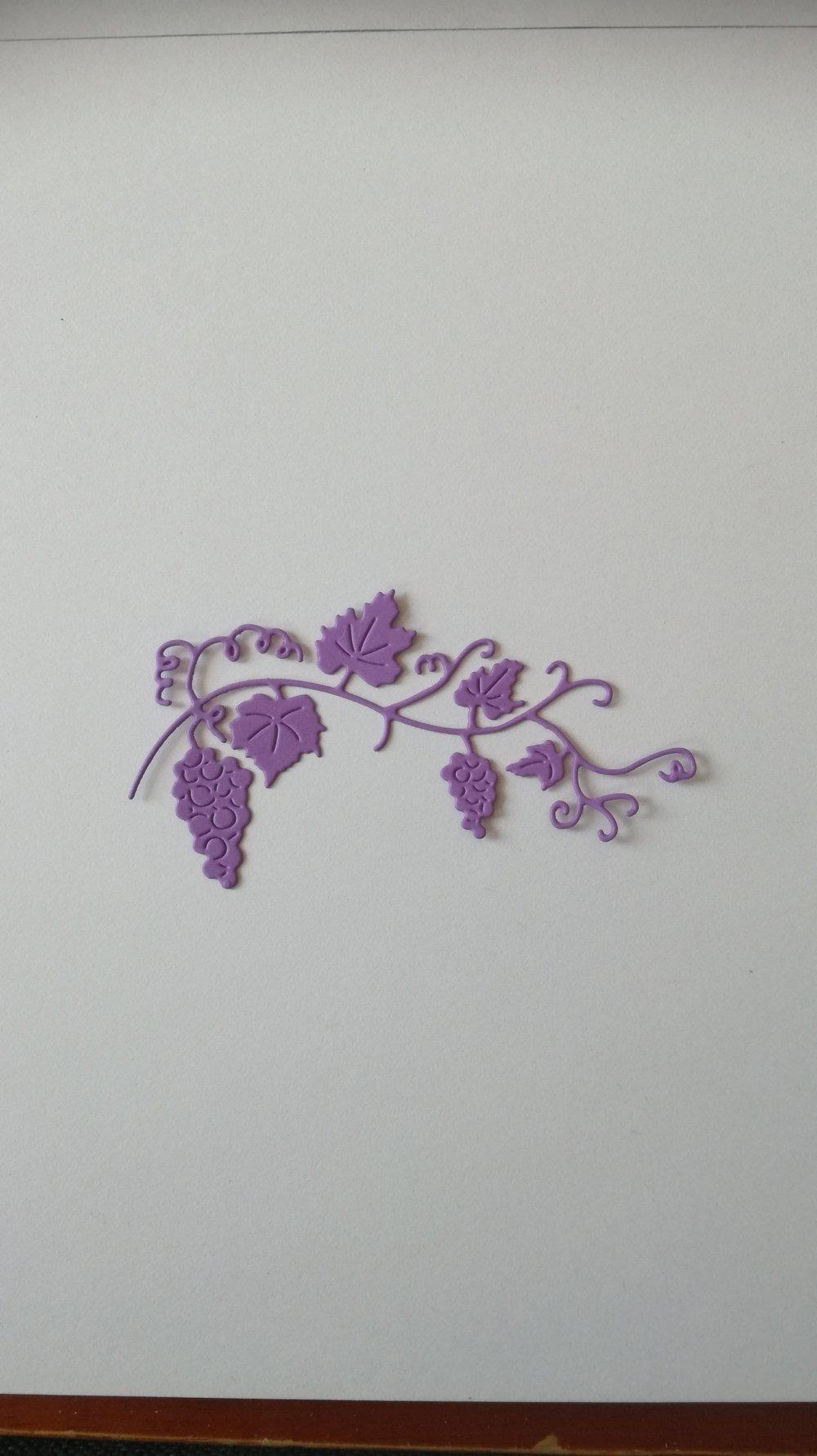 n°362 Découpes de vignes en papier violet